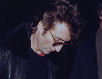 John Lennon tekent enkele uren voor de moord het album 'Double Fantasy' voor Mark David Chapman
