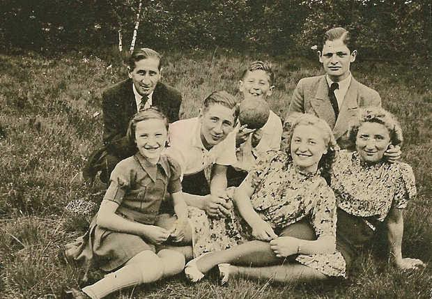 Jacob (2e man van links) Abraham (4e van links) Beesemer