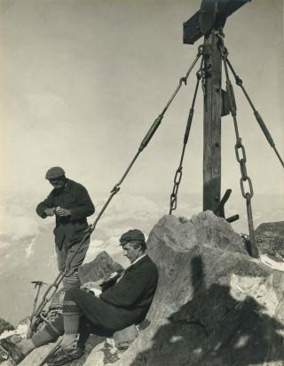 Otto Barth (staand) en Gustav Jahn op de Großglockner, 1904
