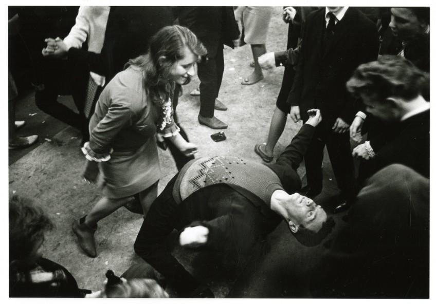 Dansen in clubhuis De Mussen aan de Rijswijksestraat, 1962. Fotoburo Theo Meijer, Den Haag. Haagse Beeldbank