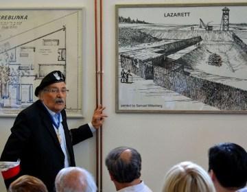 Samuel Willenberg tijdens een bijeenkomst in het Treblinka Museum, 2013