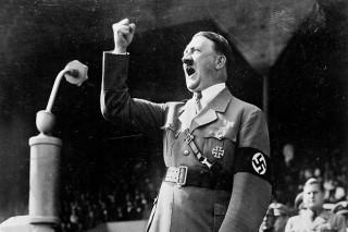 Adolf Hitler tijdens een speech