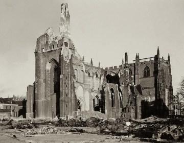 De verwoeste Eusebiuskerk, Arnhem, september 1944. Bron: www.pbdoetmee.nl/nostalgischnederland/