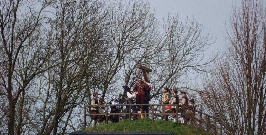De Spaanse commandant wordt opgehangen. (Edwin Ruis)