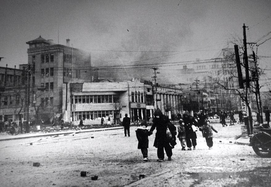De gebombardeerde stad Tokio in januari 1945. © Wikipedia / Publiek Domein