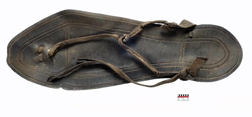 Een puntgave Romeinse leren sandaal. Foto: Carol van Driel-Murray.