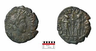 Romeinse bronzen Follis van Constantius II geslagen in Trier tussen 337- 340 AD. Foto: Peter Seinen.
