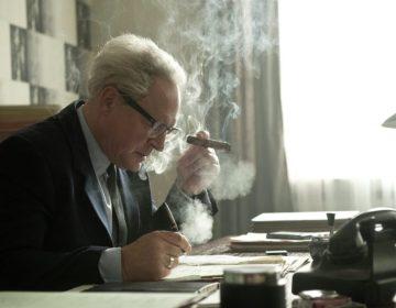 Burghart Klaußner in 'Der Staat gegen Fritz Bauer' (Still uit de film)