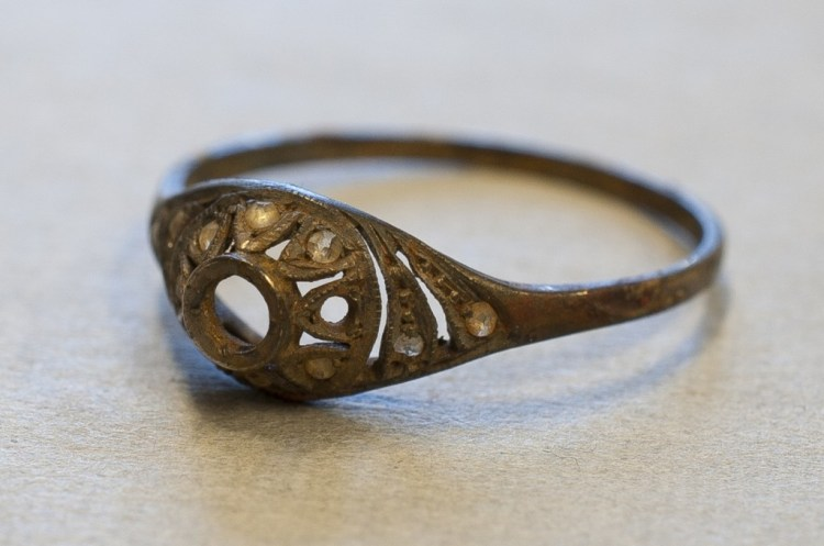 De gevonden ring (Foto: Auschwitz Museum - Marcin Inglot)