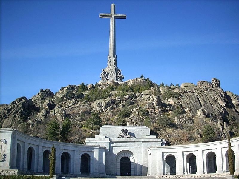 De <em>Valle de los Caídos</em> en de  <em>Santa Cruz basílica</em> in Madrid