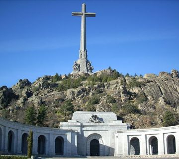 De Valle de los Caídos en de Santa Cruz basílica in Madrid