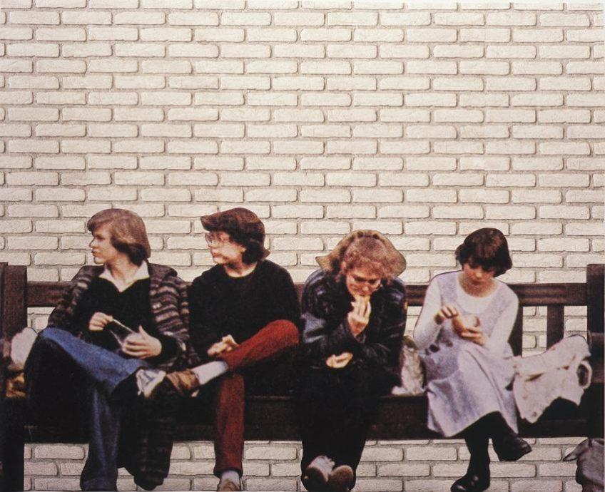 Lucy McKenzie, Untitled, 2004, fotografie op behang, 200 x 243 cm