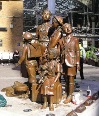 Monument in Londen ter nagedachtenis aan de Kindertransporten - cc
