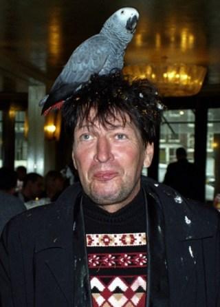 Het fenomeen Brood met een papegaai op zijn hoofd, 2000 (cc - Sander Lamme)