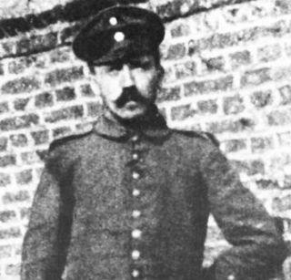 Adolf Hitler in 1916 in de achterlinie van Fournes.