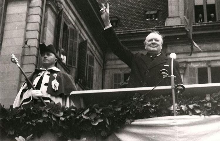 Churchill tijdens zijn bezoek aan Zürich in 1946