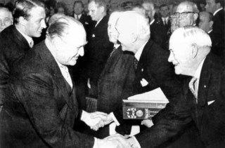 De Nobelprijs van 1963 gaat naar het Internationale Rode Kruis. De organisatie krijgt die prijs vier keer.