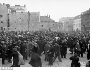 Markt in het overbevolkte ghetto van Warschau. Foto:cc