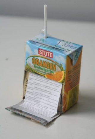 Spiekbriefje in een pakje limonade (wiki)