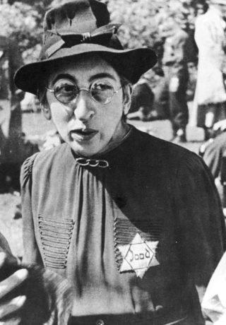 Vrouw met Jodenster (cc - Bundesarchiv)