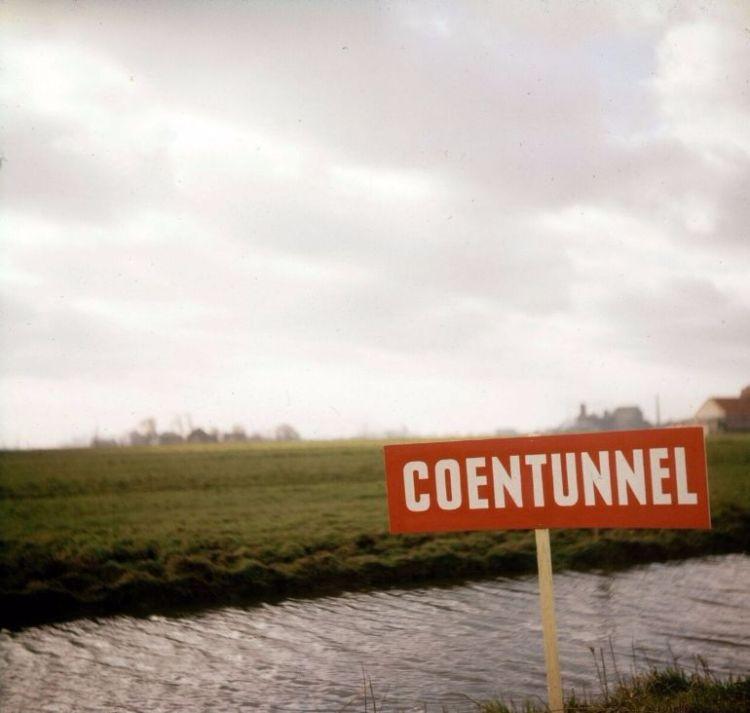 Gemeentearchief Zaanstad - De Coentunnel, de tunnel die de Zaanstreek uit z'n isolement verloste