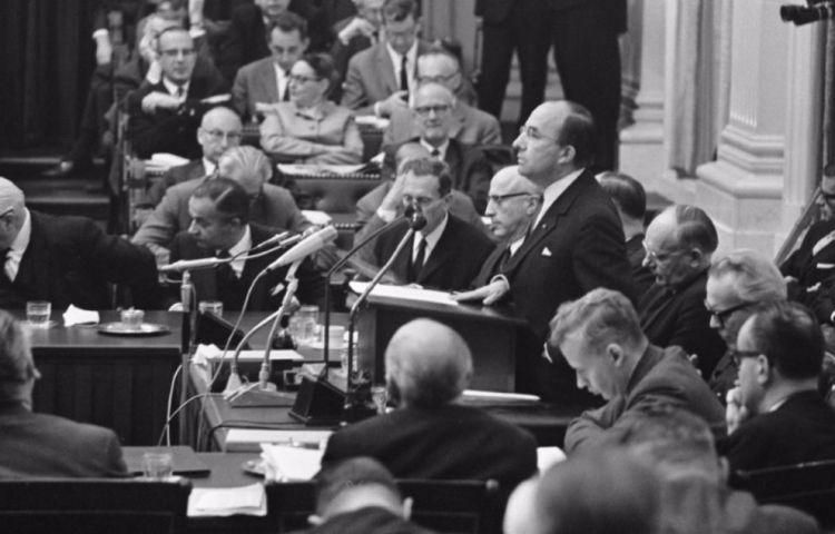 De Nacht van Schmelzer - Premier Jo Cals aan het woord bij de algemene beschouwingen op 13 oktober 1966 (foto: cc - Anefo - Ron Kroon)