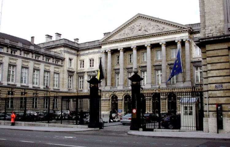 Het gebouw van het Belgische Parlement in Brussel gezien vanaf de Wetstraat - cc