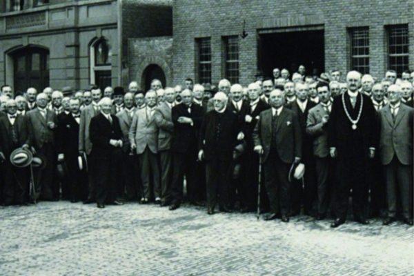 Veel notarissen betrokken bij verkoop Joodse woningen