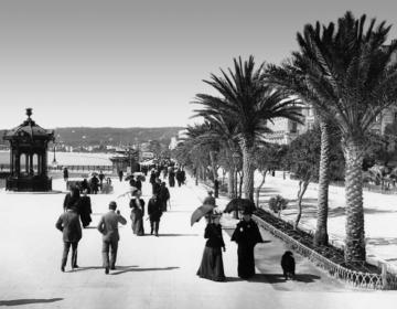 Promenade des Anglais. Rechts het Casino in Nice