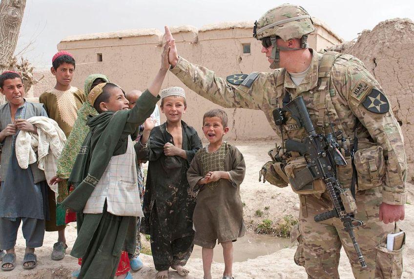 Een Amerikaanse soldaat in Uruzgan (cc/U.S. Army)