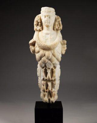 Artemis van Ephesos. Marmer, begin 2de eeuw n.Chr. APM 17.671.
