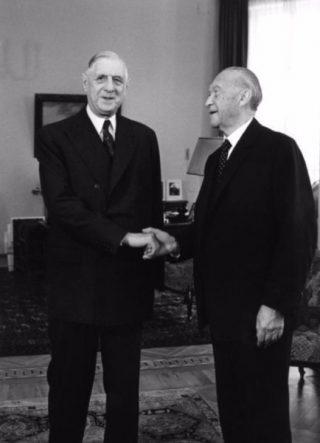 Charles de Gaulle en Konrad Adenauer, 1958 (cc - Bundesarchiv)