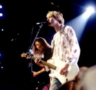 Kurt Cobain tijdens een optreden in 1992 - cc