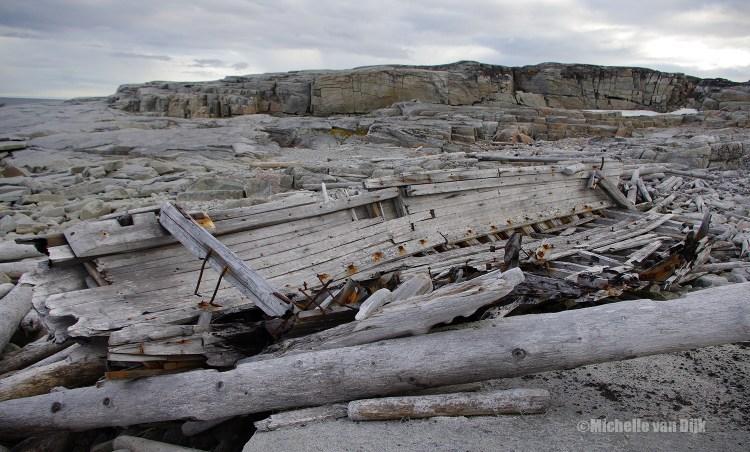 Een deel van een boot op Foyn. Foto: Michelle van Dijk