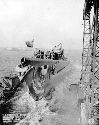 De USS Bonefish (SS-223) bij zijn tewaterlating op 7 maart '43