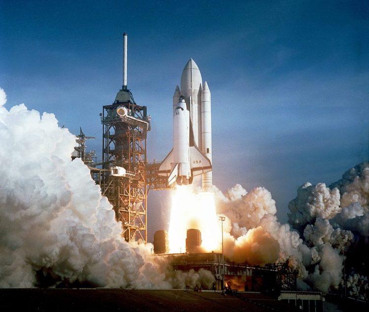 Eerste lancering van een spaceshuttle: Columbia, op 12 april 1981 - cc