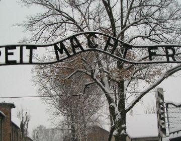 Ingang van Auschwitz-Birkenau: 'Arbeit macht frei'