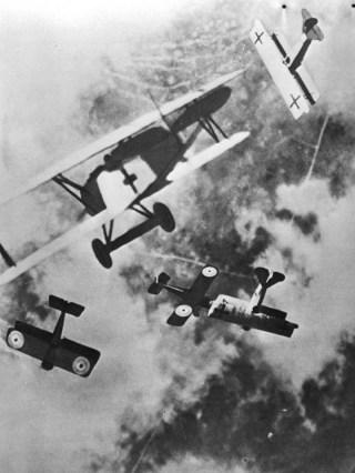 Gevechtsvliegtuigen tijdens de Eerste Wereldoorlog. Bron: Nationaal Archief.