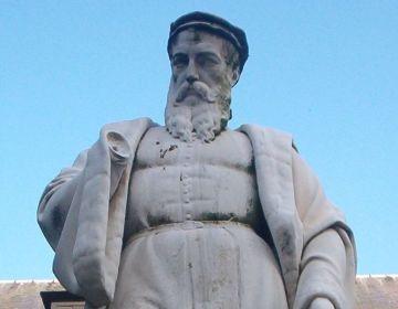 Standbeeld van Rembert Dodoens in de Mechelse Kruidentuin - cc.