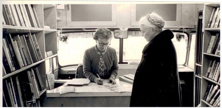 Aan boord van een bibliobus, 1967