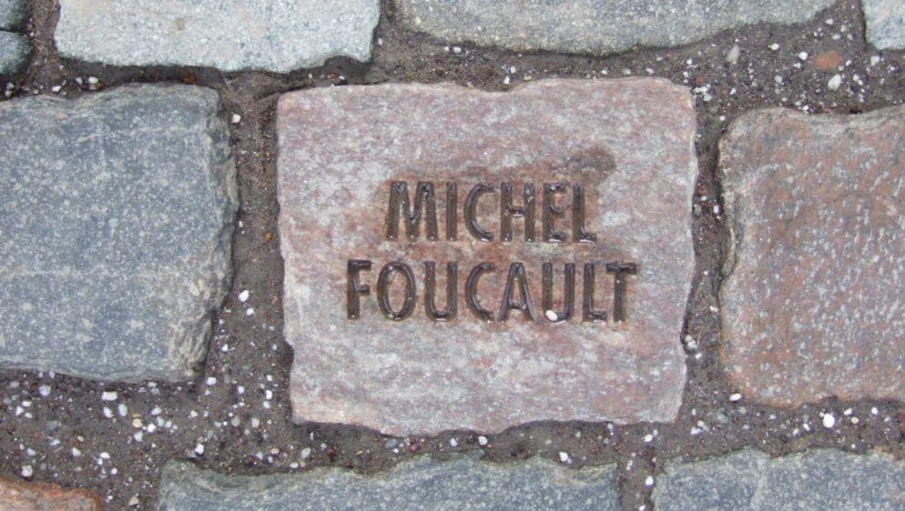 Koud Vierkant - De steen ter nagedachtenis aan Michel Foucault.