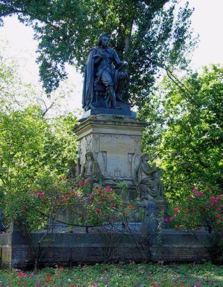 Standbeeld van Vondel in het Vondelpark (cc)