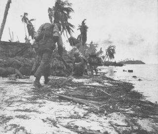 Amerikaanse mariniers heroveren het eiland