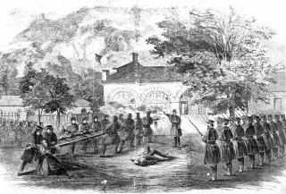 Mariniers vallen het huis aan waarin Brown en zijn mannen zich verschanst hebben