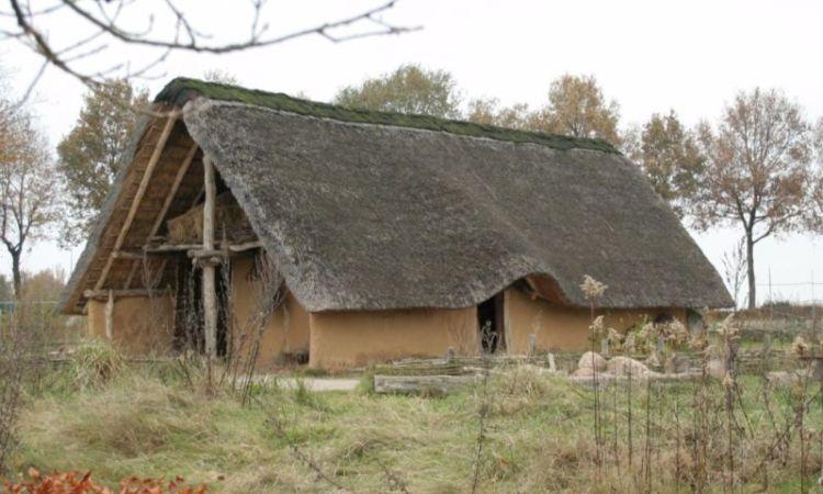 Nagebouwd huis uit de Trechterbekertijd - cc