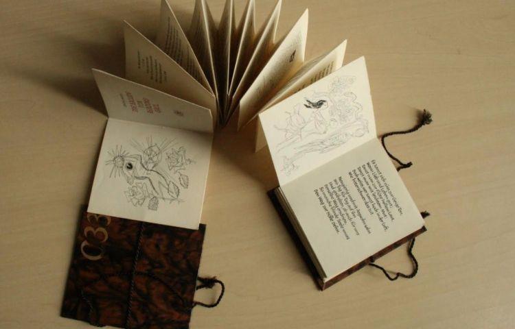 Die Ballade von Reading Goal / Oscar Wilde ; nachgedichtet, kalligrafiert und illustriert von Alice Horodisch-Garman. - Amsterdam : Alice Horodisch-Garman, 1961 - Foto: G. Betlem