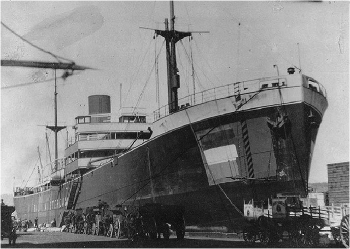 De ss Bali van de SMN in New York in 1918, waar ze door de VS gevorderd werd. Wikimedia Commons: https://commons.wikimedia.org/wiki/File:USS_Bali_World_War_I.jpg.