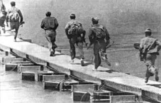 Pontonbrug in de Ebro juli 1938