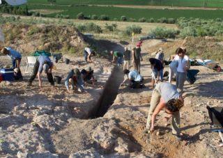 Werkzaamheden bij de tombe (Ministerie van Cultuur van Griekenland)