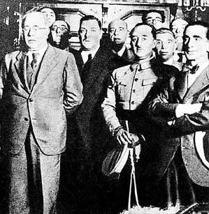 Azaña (l) en Franco in 1932